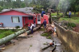 O temporal atingiu muitas residências. Foto: AEN/Paraná